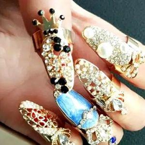Black Crown Finger Ring